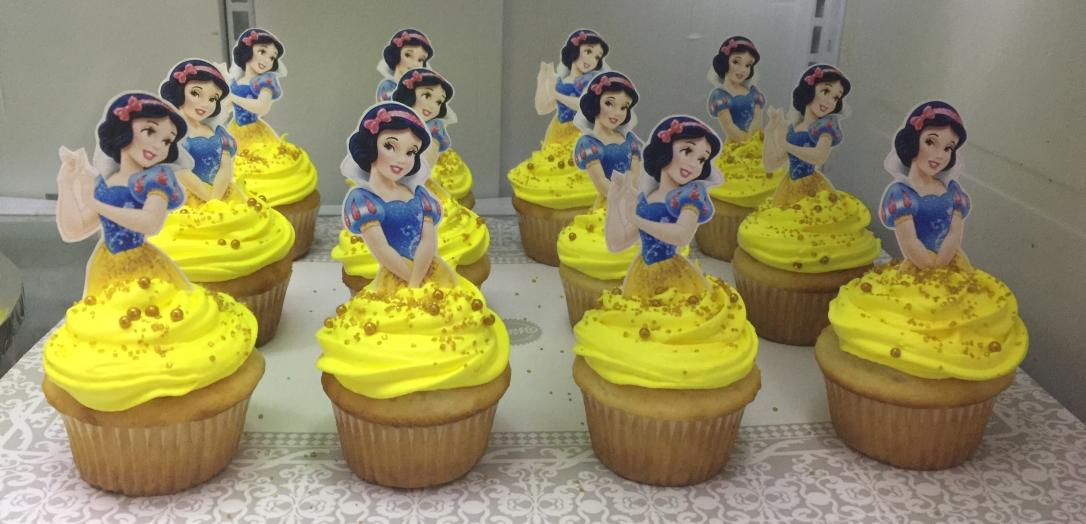 """Snow White"" Cupcakes"