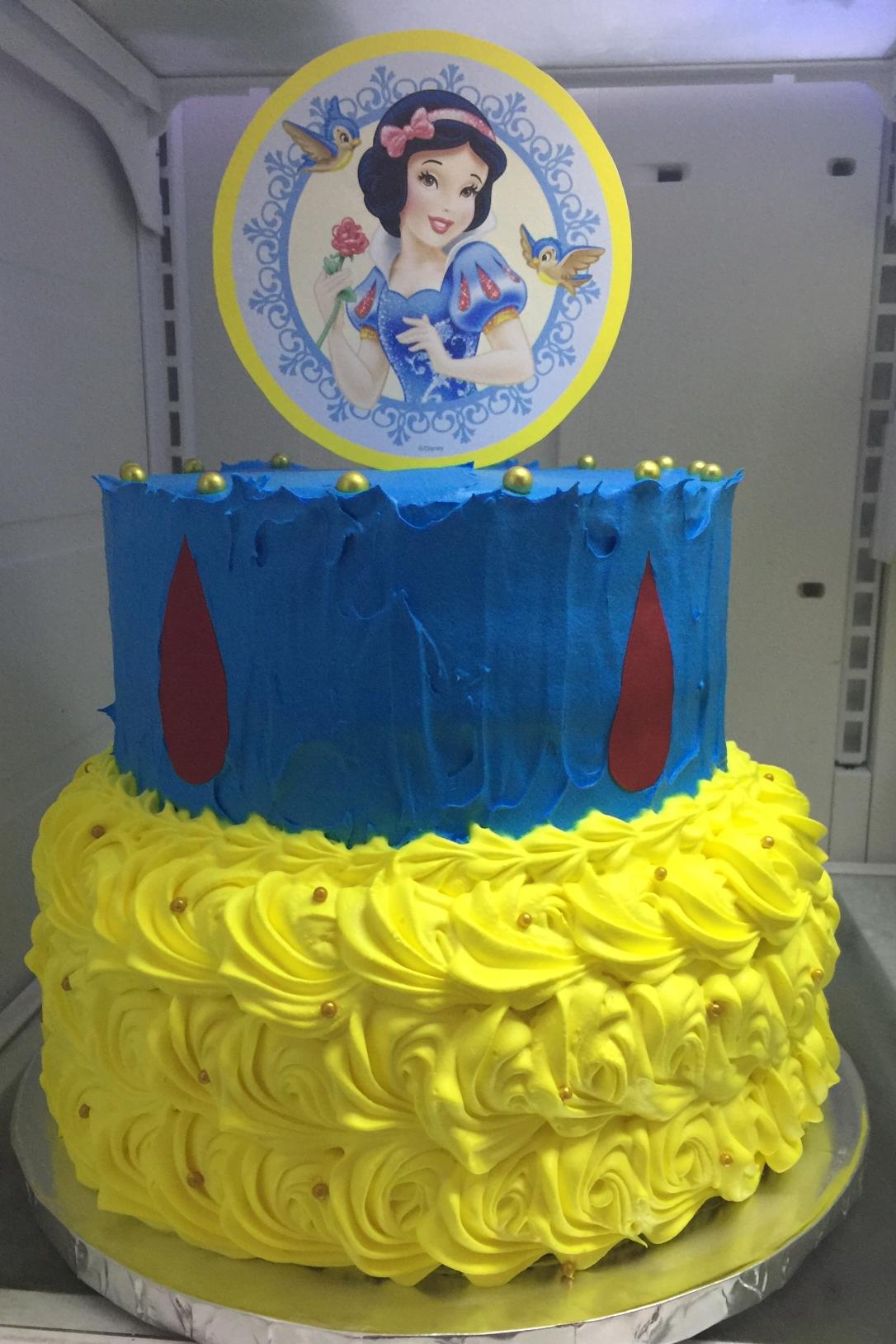 """""""Snow White"""" Cake"""