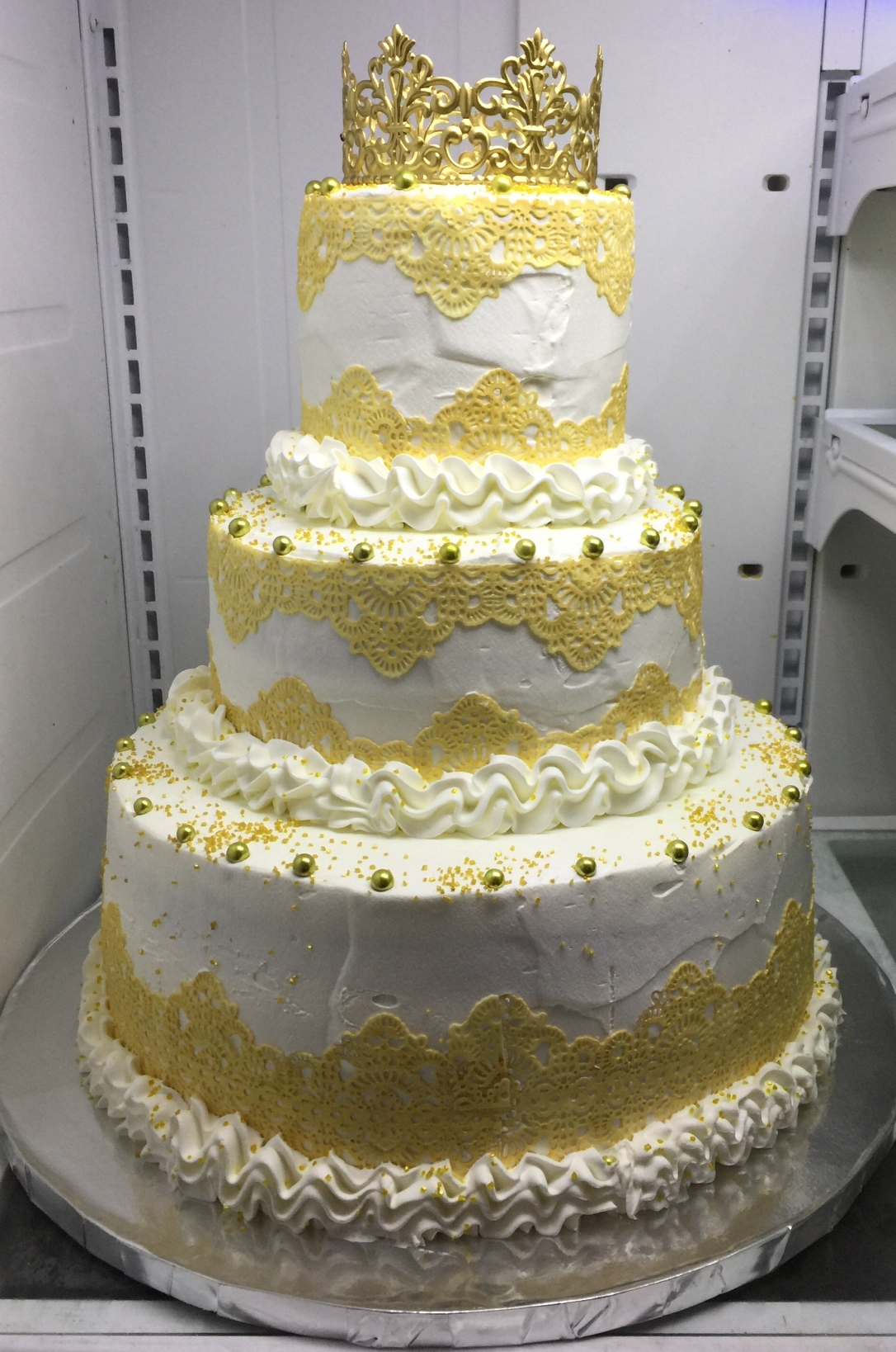 """""""Gold Crown & Gold Lace Quinceanera"""" Cake"""
