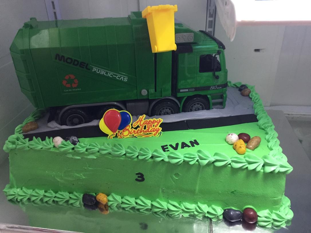 """Garbage Truck"" Birthday Cake"